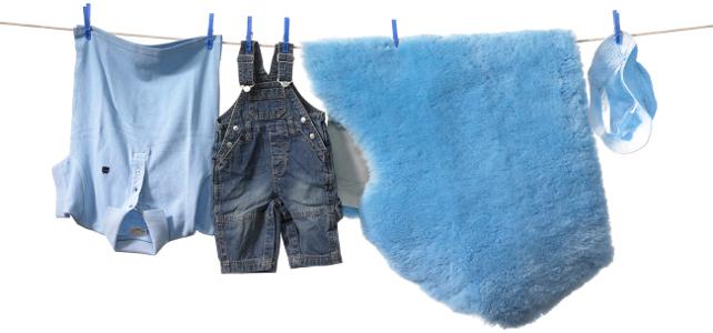 Fårskinnsfäll för baby i blått