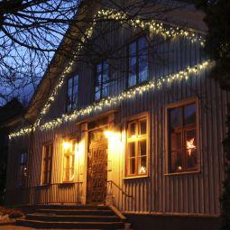 System Expo ljusslinga istapp hängandes på hus miljöbild