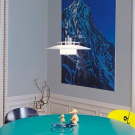 Halo Design Sörup taklampa vit över bord och stolar