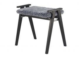 Oscarssons Möbel Alme Hallpall svartbetsad ek fårskinn ljusgrå