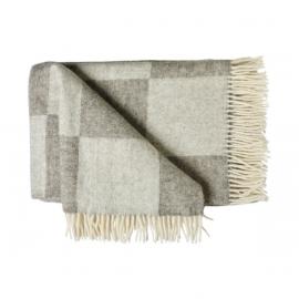 Rutmönstrad pläd i mellan- och ljusgrå ull