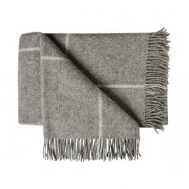 Rutmönstrad pläd av grå ull